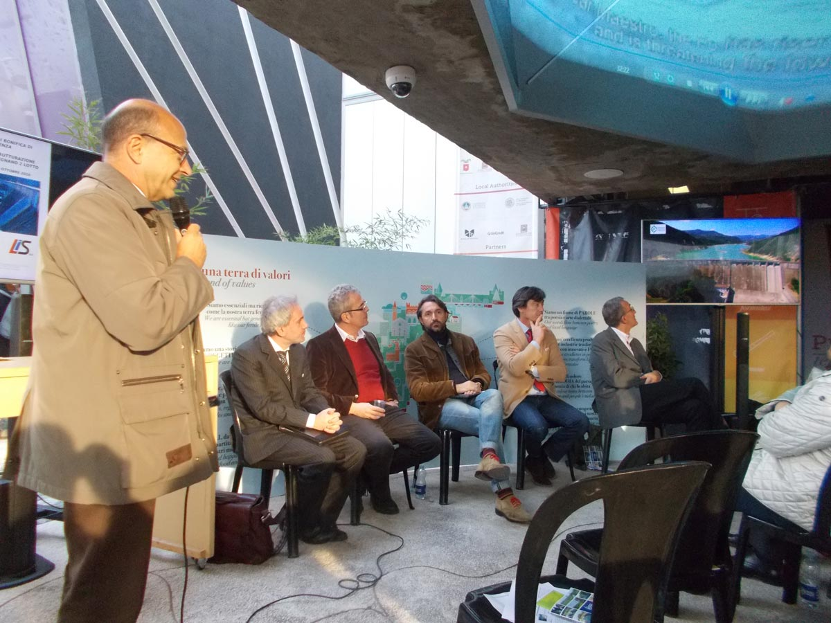 Cortometraggio diga Mignano: l'ing. Filippo Volpe introduce il filmato sui lavori di ristrutturazione. Foto di Marco Belicchi