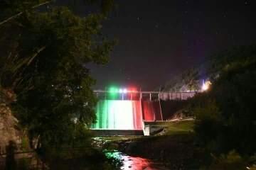 Diga di Mignano illuminata col tricolore