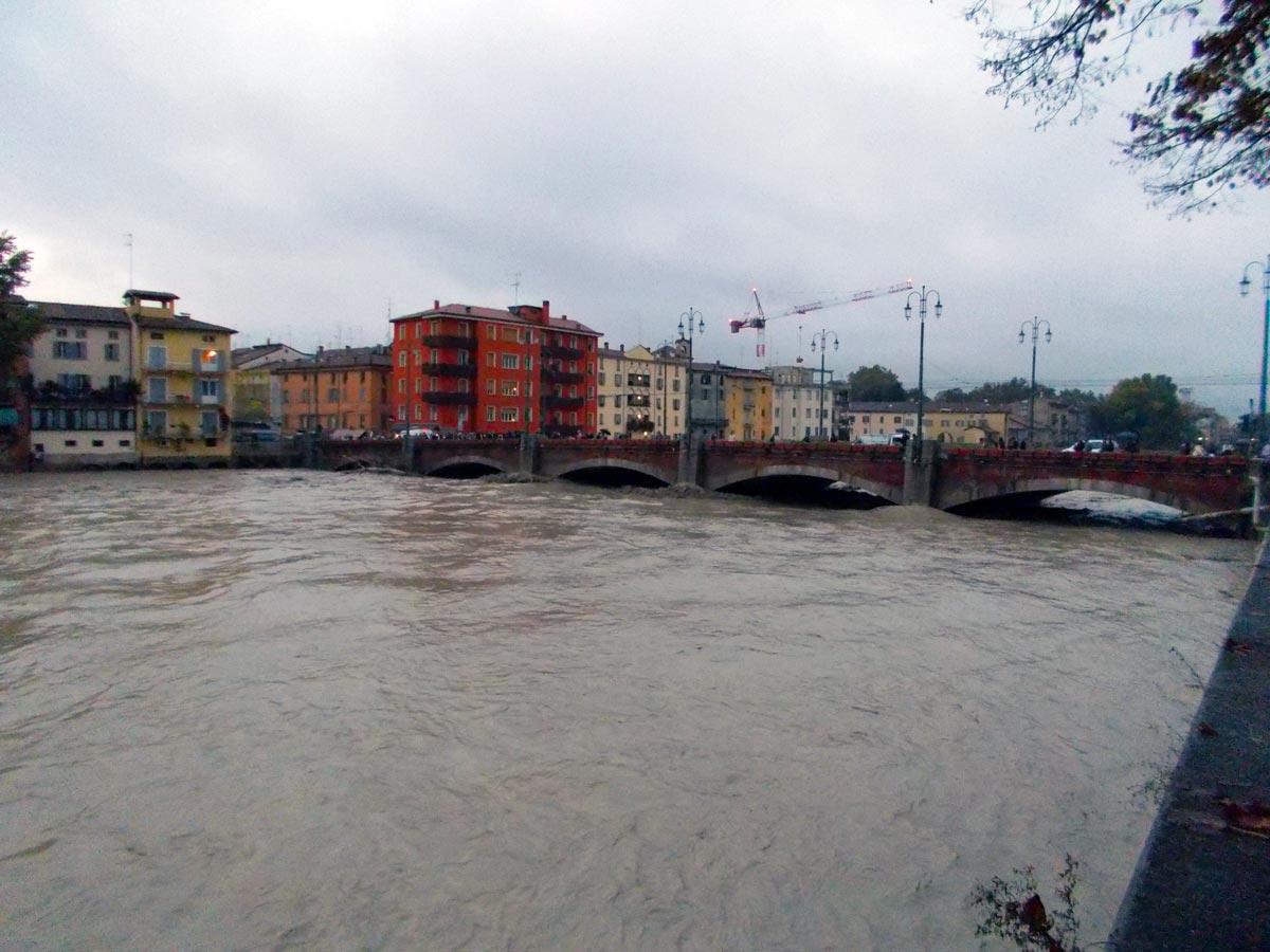 evento di piena del 13 ottobre 2014, T. Parma a ponte di Mezzo, ore 17.45 (foto: M.Belicchi)