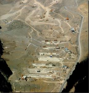 Le briglie di consolidamento dell'accumulo in fase di costruzione